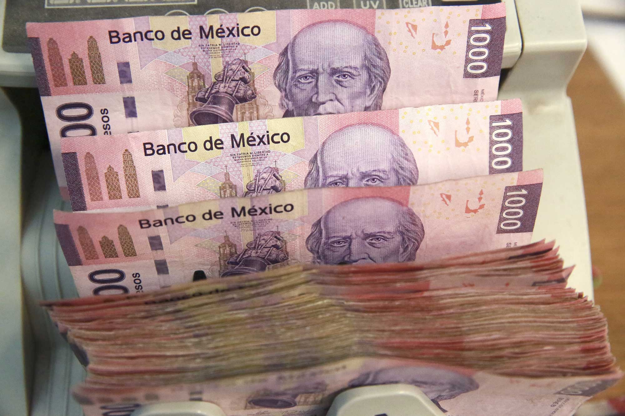 Peso plunges vs the US dollar after Trump announces Mexican import tariffs