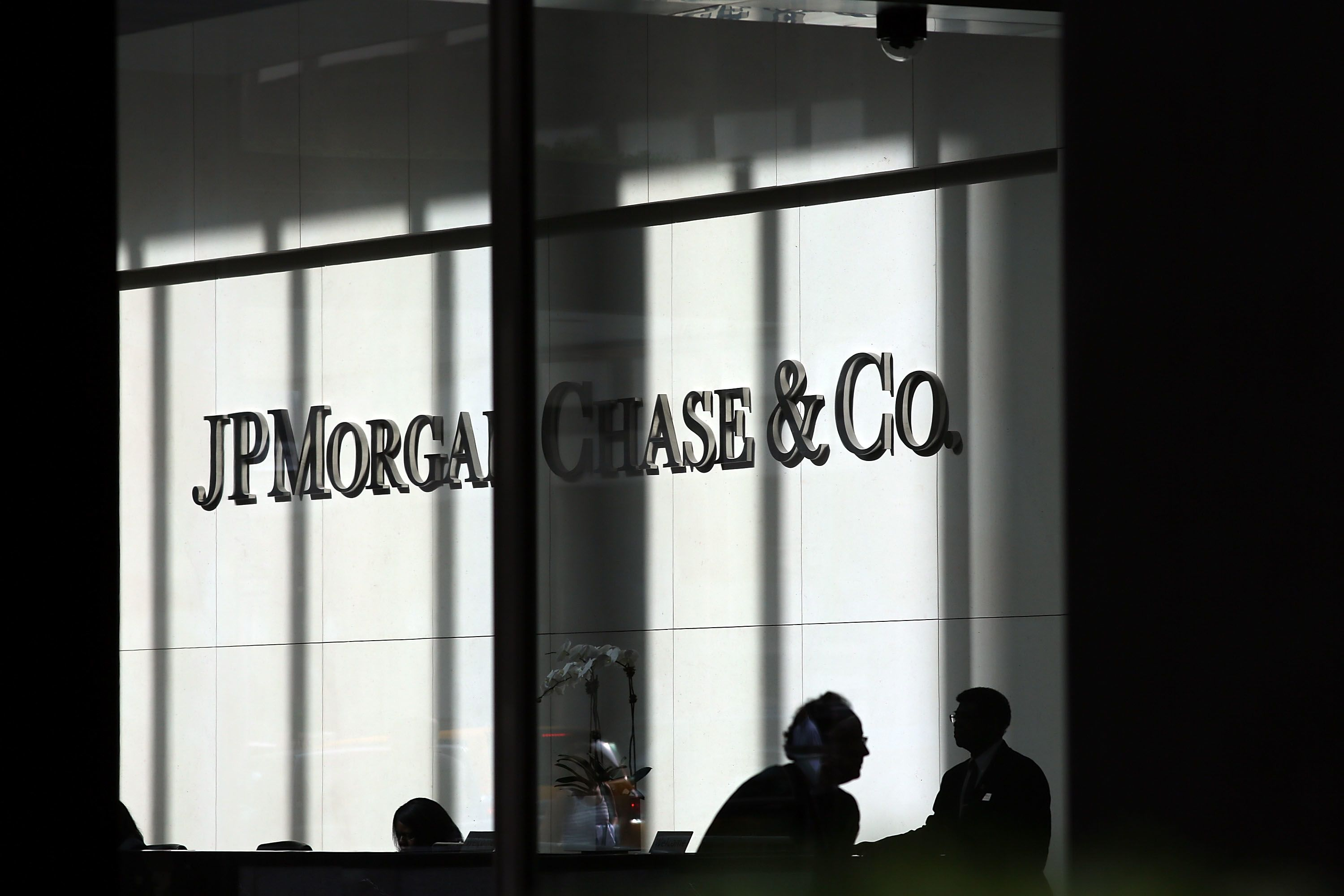 Sentencing of ex-JP Morgan Chase metals trader delayed as probe continues