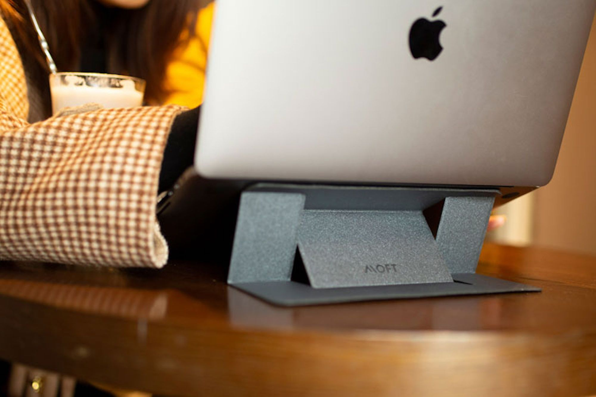 Work Anywhere With This 'Invisible' Laptop Stand