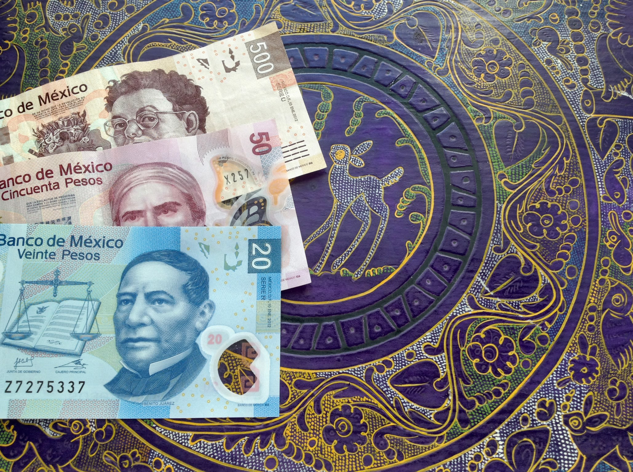 Mexican peso drops amid fragile trade talks and a hit from ratings agencies