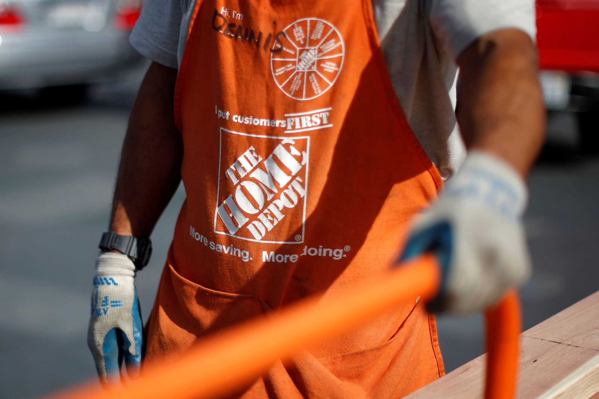 These stocks — including Home Depot and Verizon — are big winners when rates drop