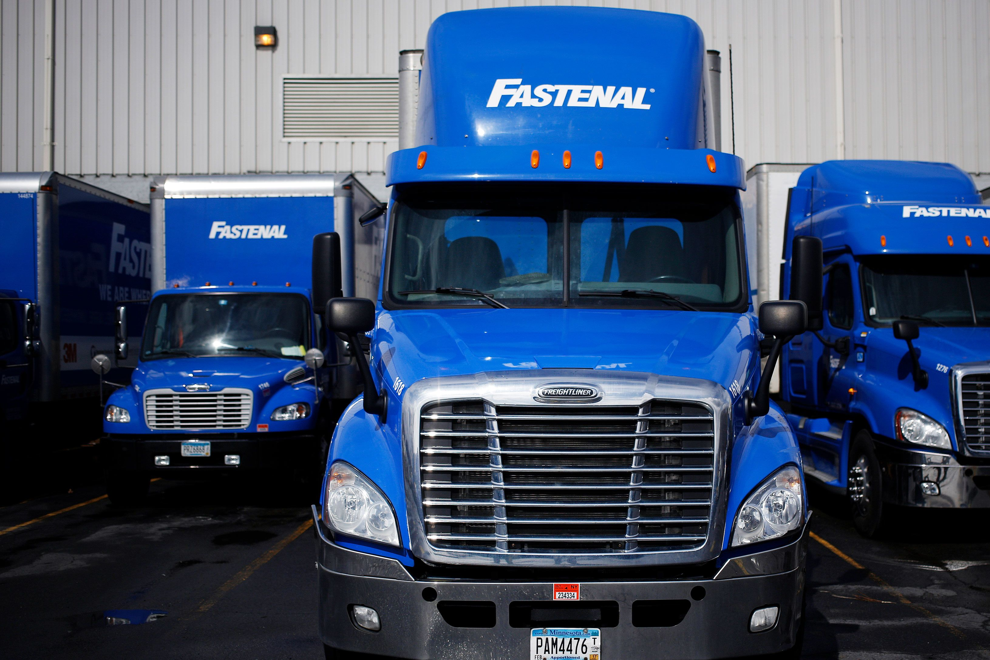 Fastenal just gave us a glimpse into this earnings season as it tanks on tariff costs