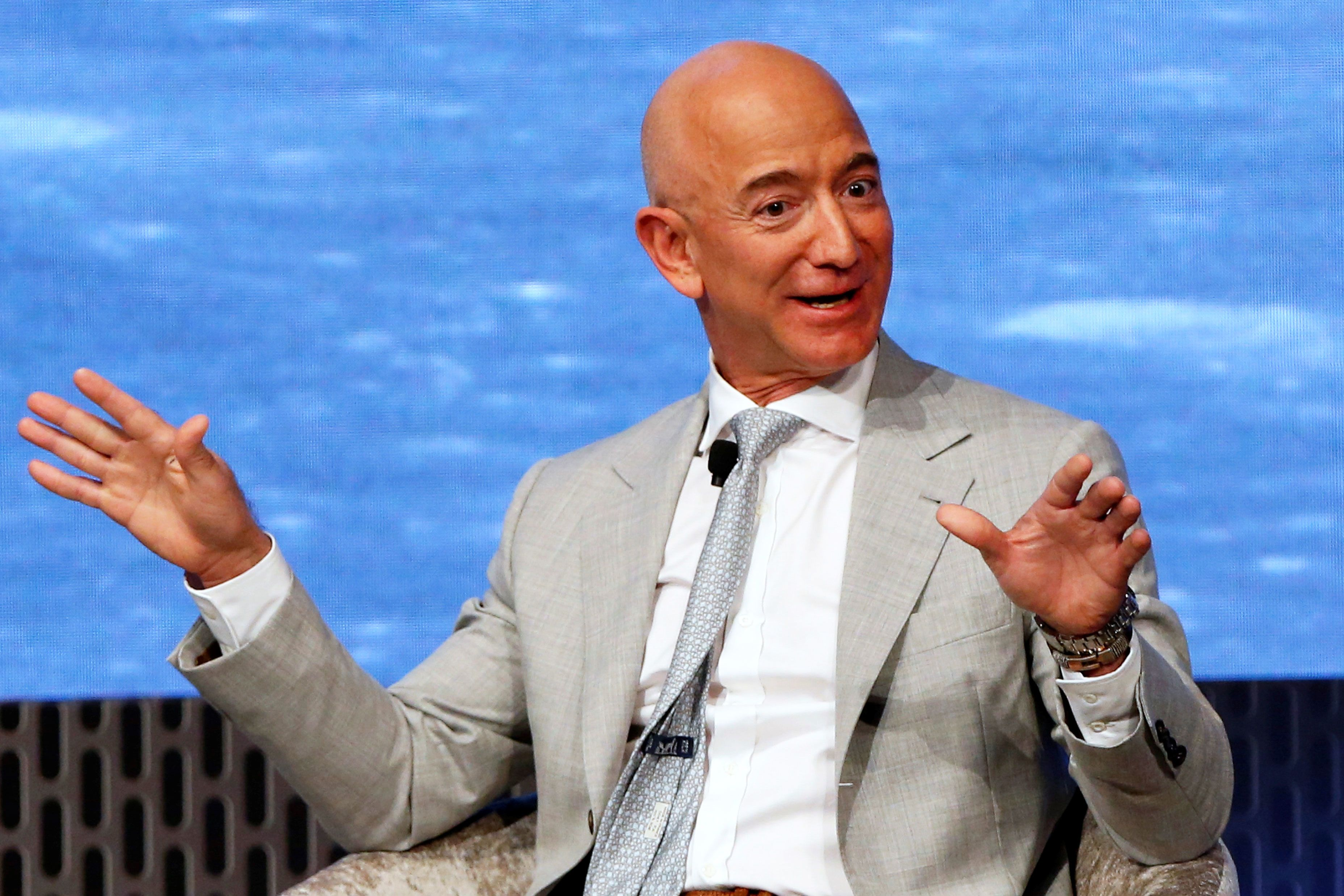 Two analysts raise expectations for Amazon days before earnings