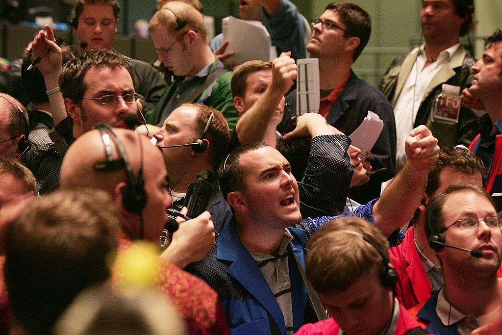 Bond market fights Fed, interest rates drop sharply in blowout move