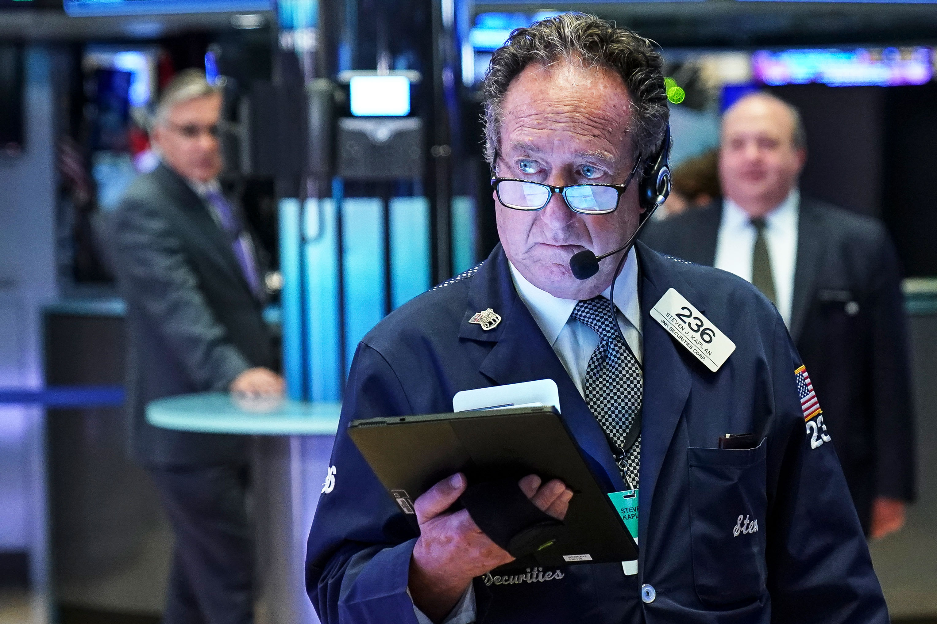 Dow set to fall on fears spiking oil will slow the global economy