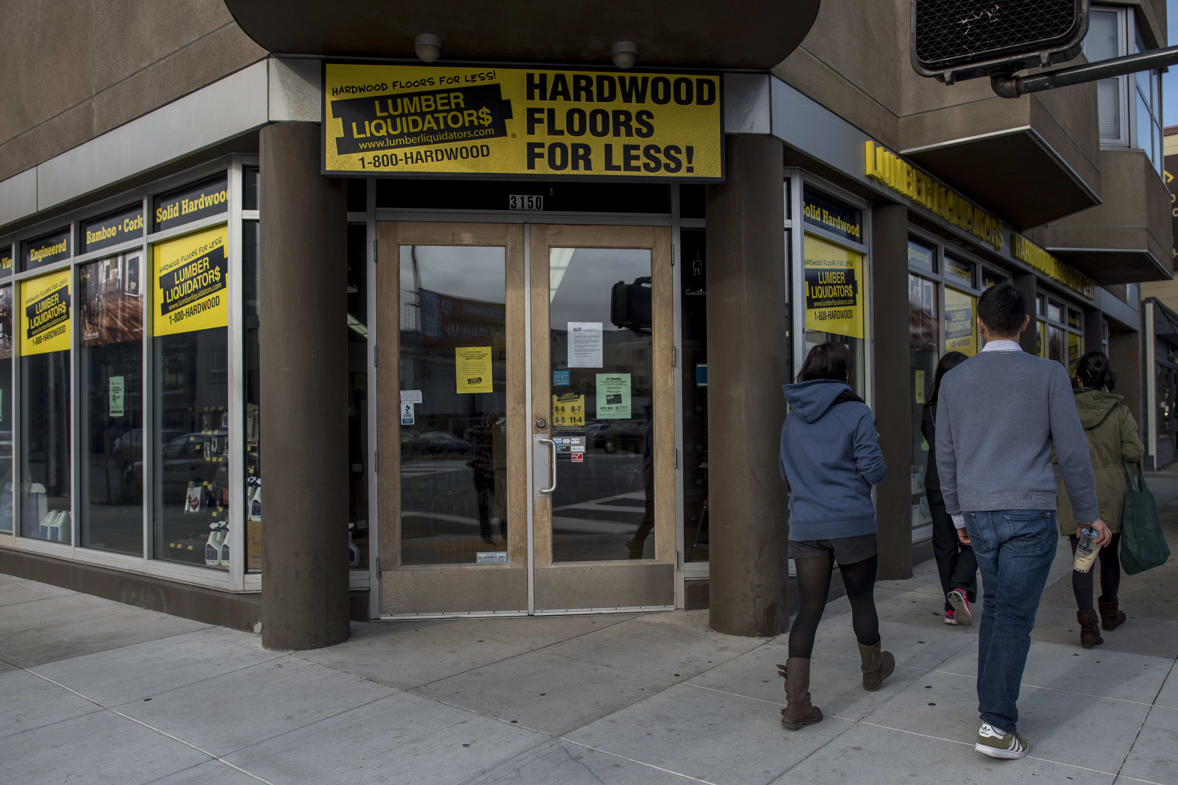 Lumber Liquidators stock tumbles after founder backs out of buyout bid
