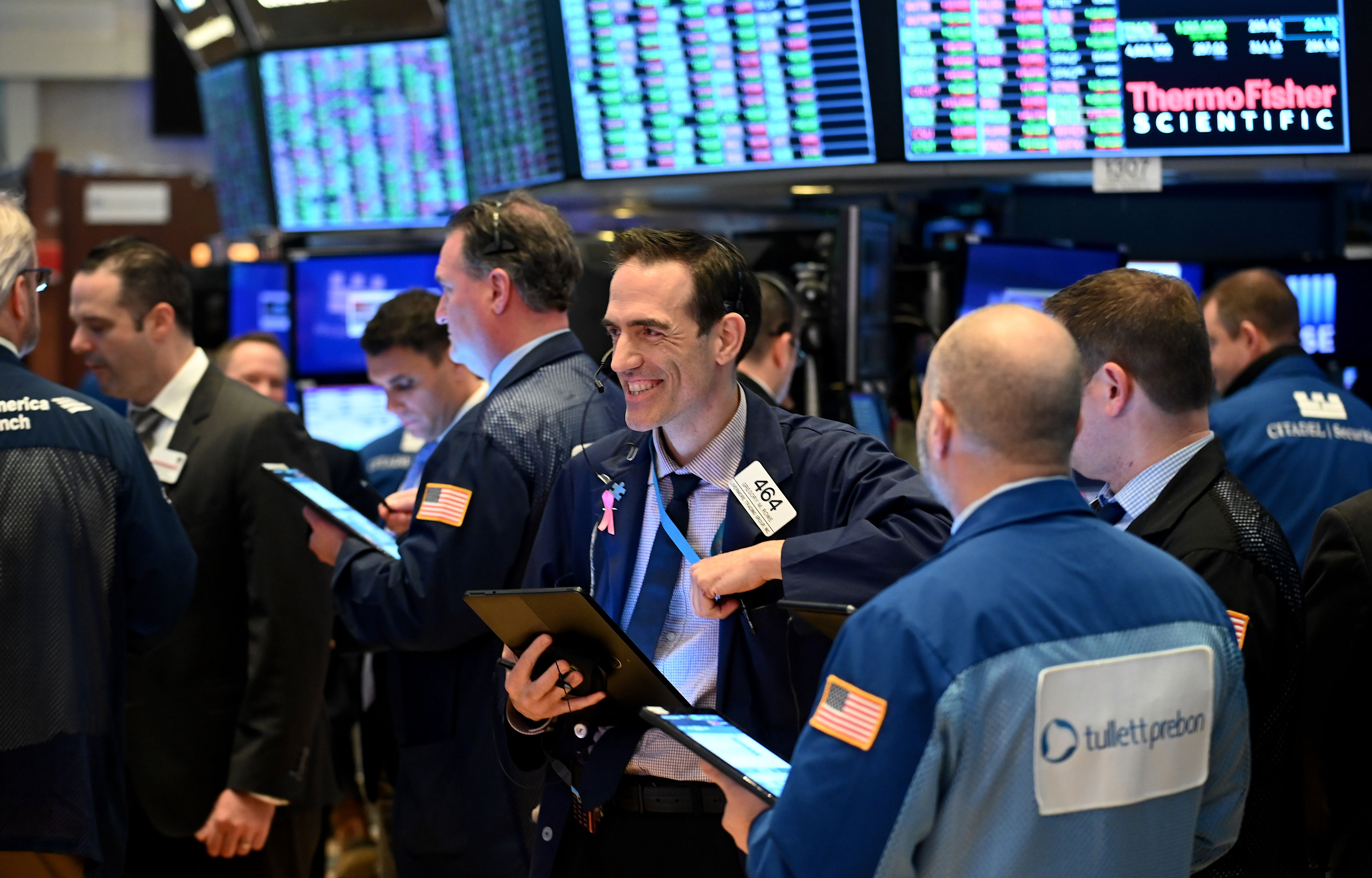 Dow rallies more than 200 points, led by Boeing and Nike