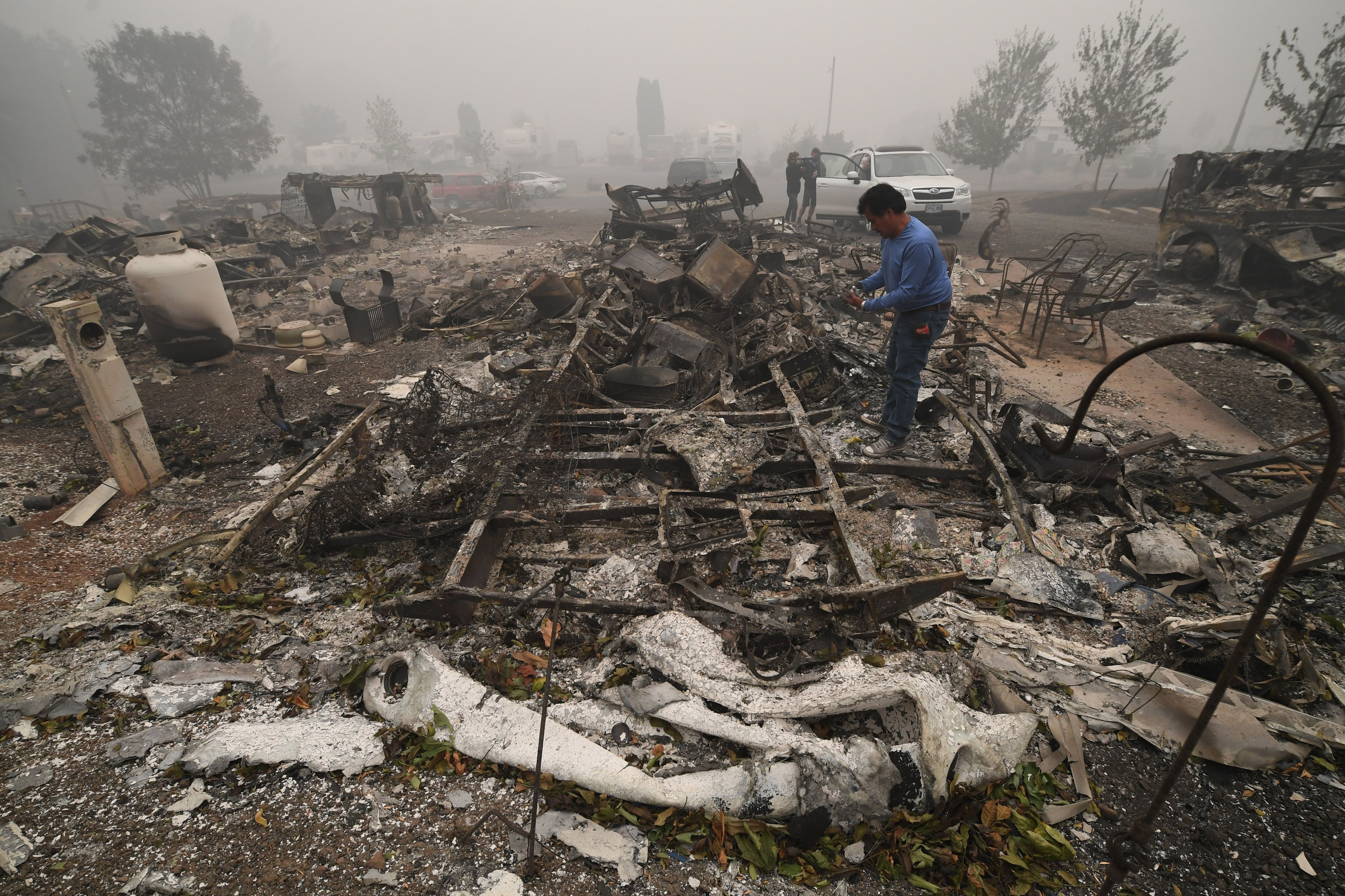 Fires in Oregon, California and Washington spread, death toll rises