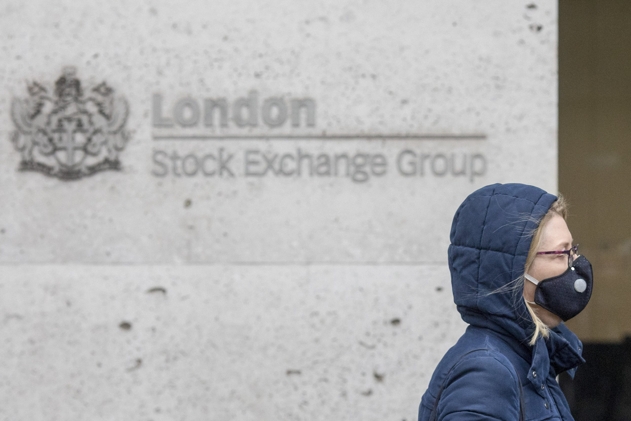 European stocks seen slightly higher as new coronavirus strain weighs