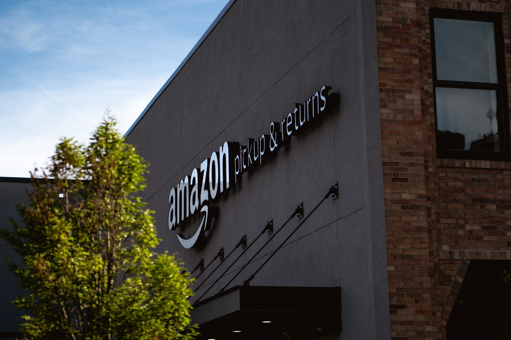 Jeff Bezos' Amazon could end up bankrupt for these reasons, according to specialist