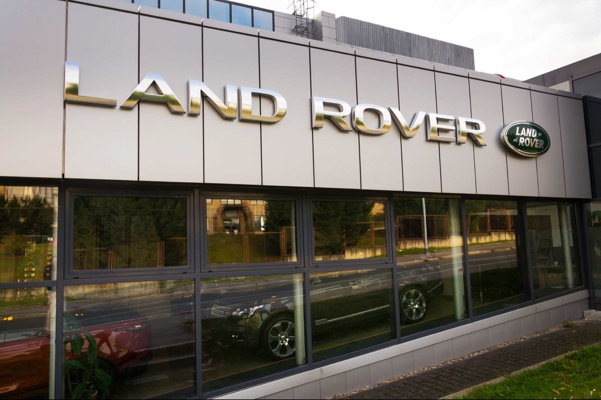 Land Rover employee asks for 808 sick days, company fires him, and he wins lawsuit