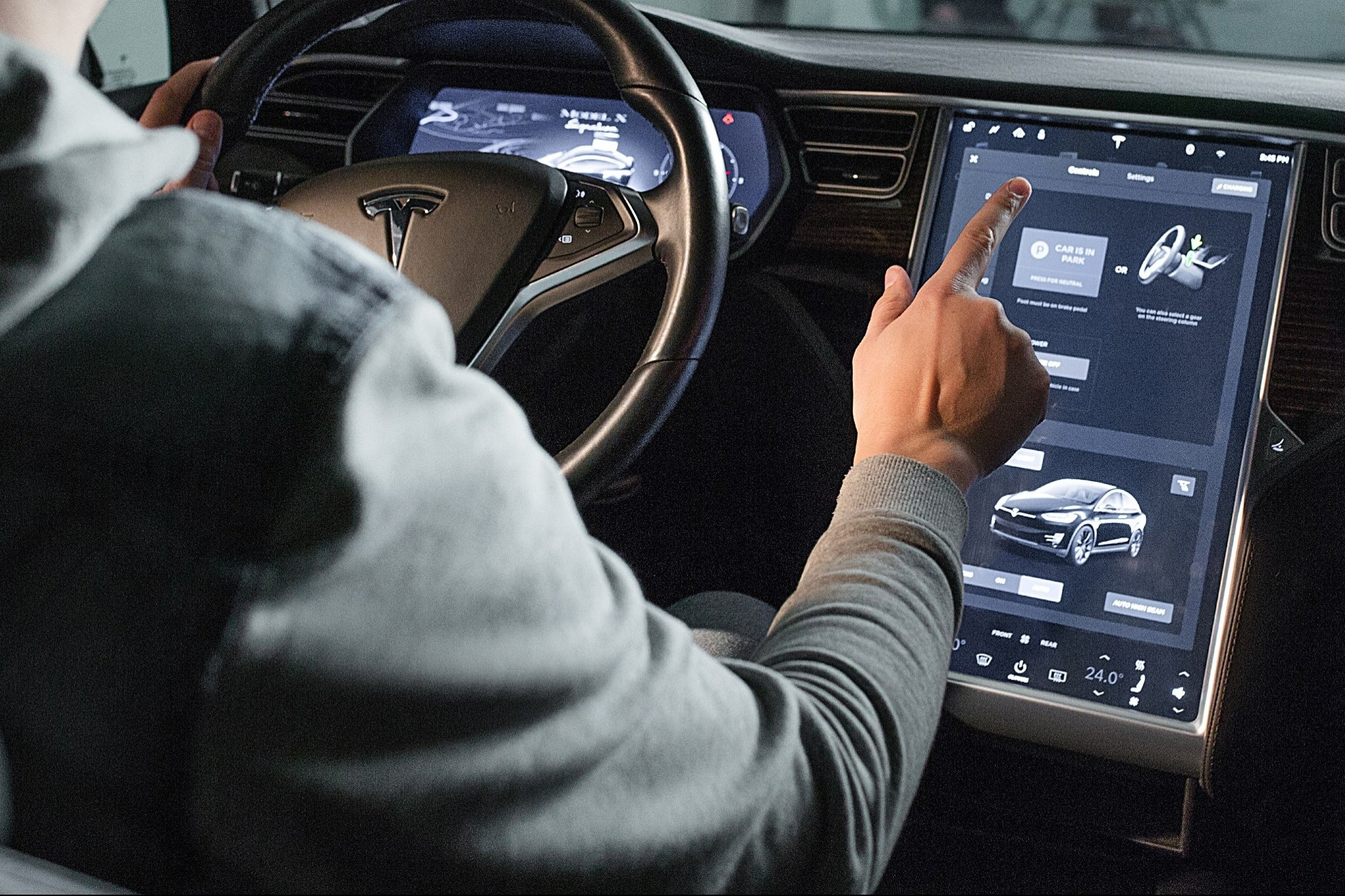 Tesla could include Apple Music and Amazon to its cars