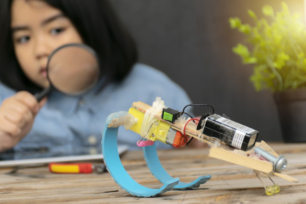 The Best STEM Kits for Kids Engage the Intersections of Art and Technology