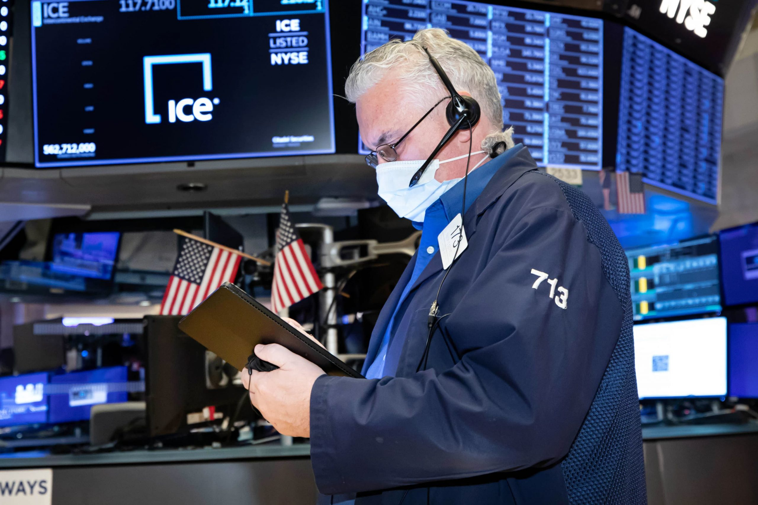S&P 500 futures fall slightly in overnight trading, Netflix shares tank