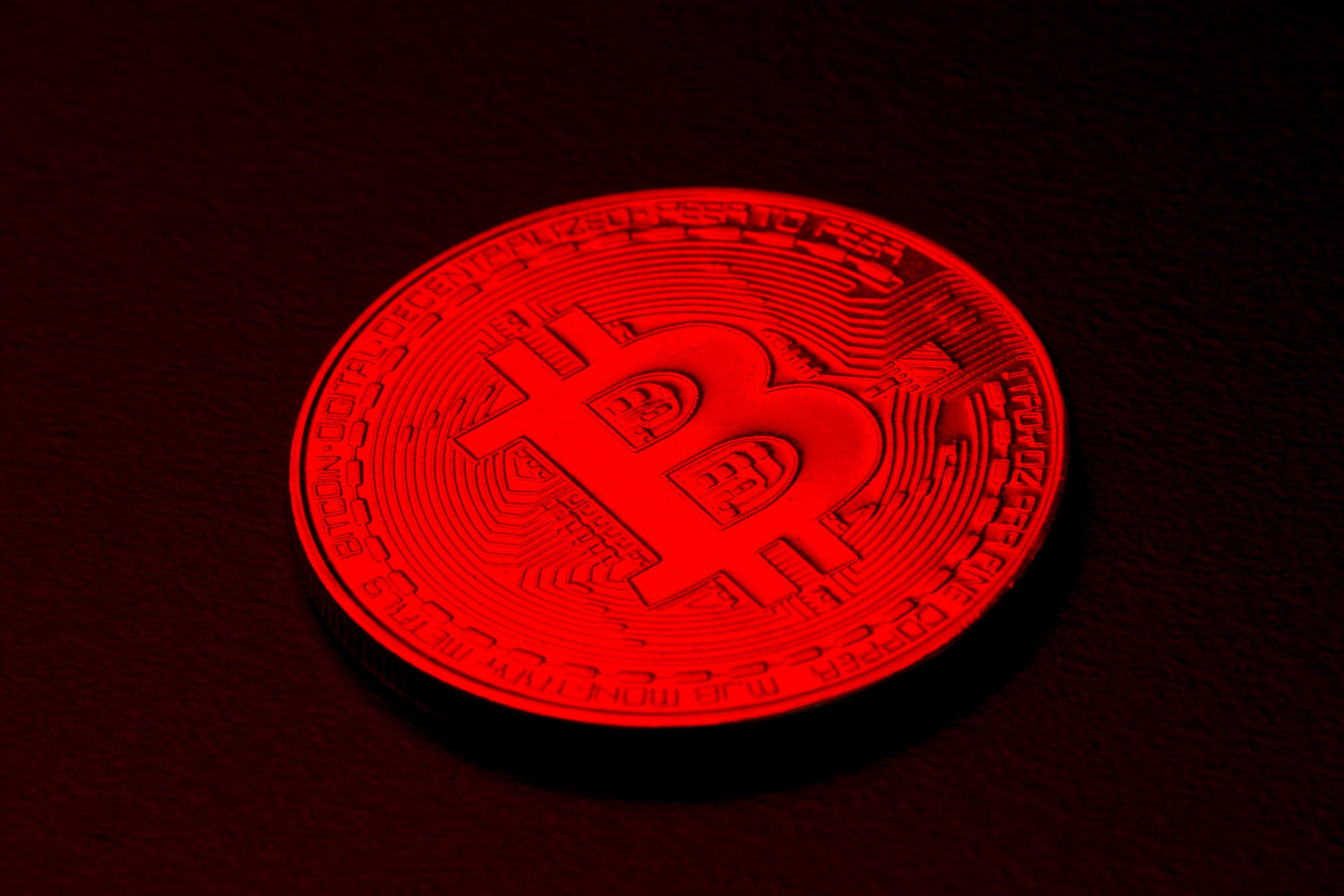 Bitcoin resumes sell-off over weekend, falls below $32,000