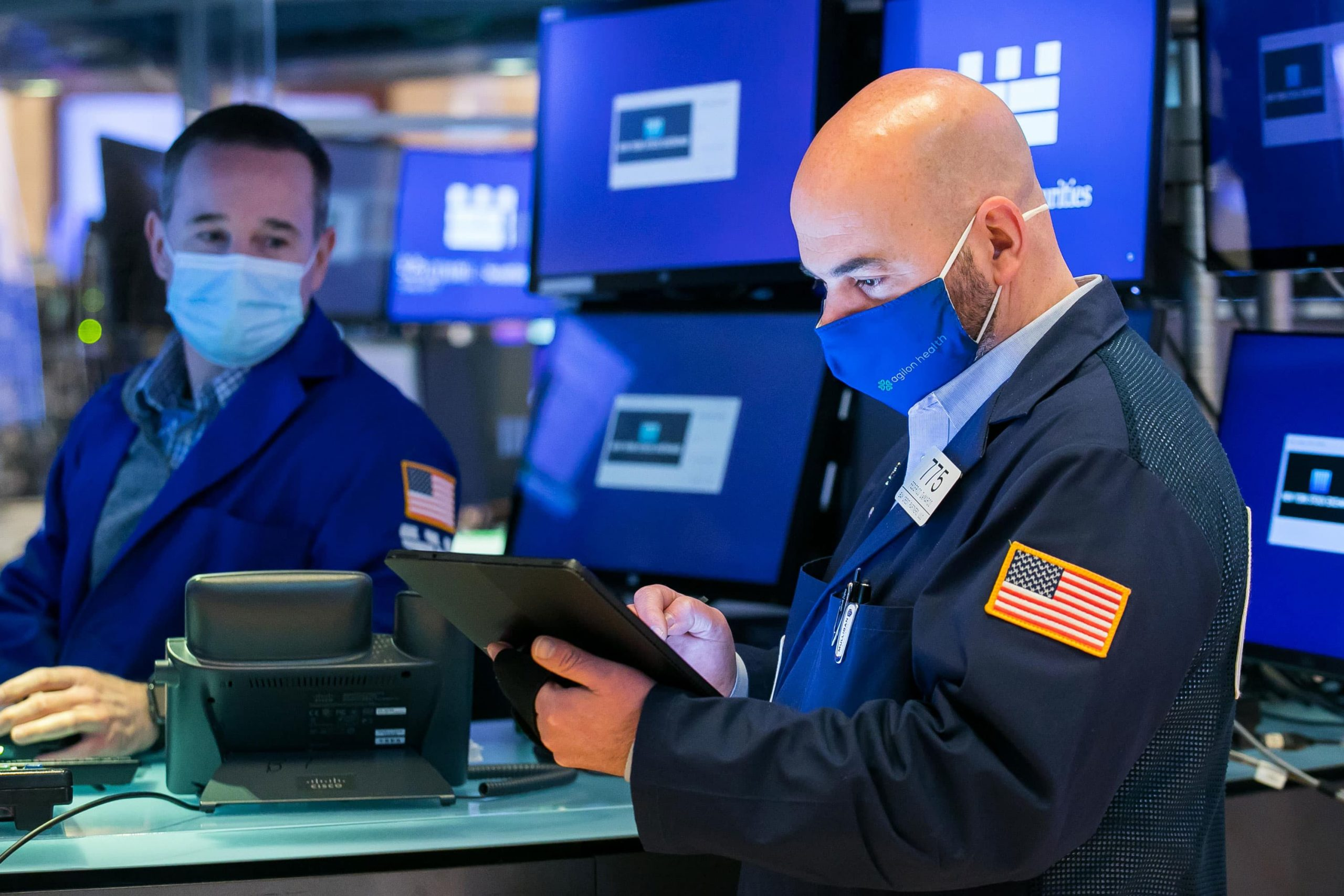 Stock futures rise after Dow, S&P 500 post losing week