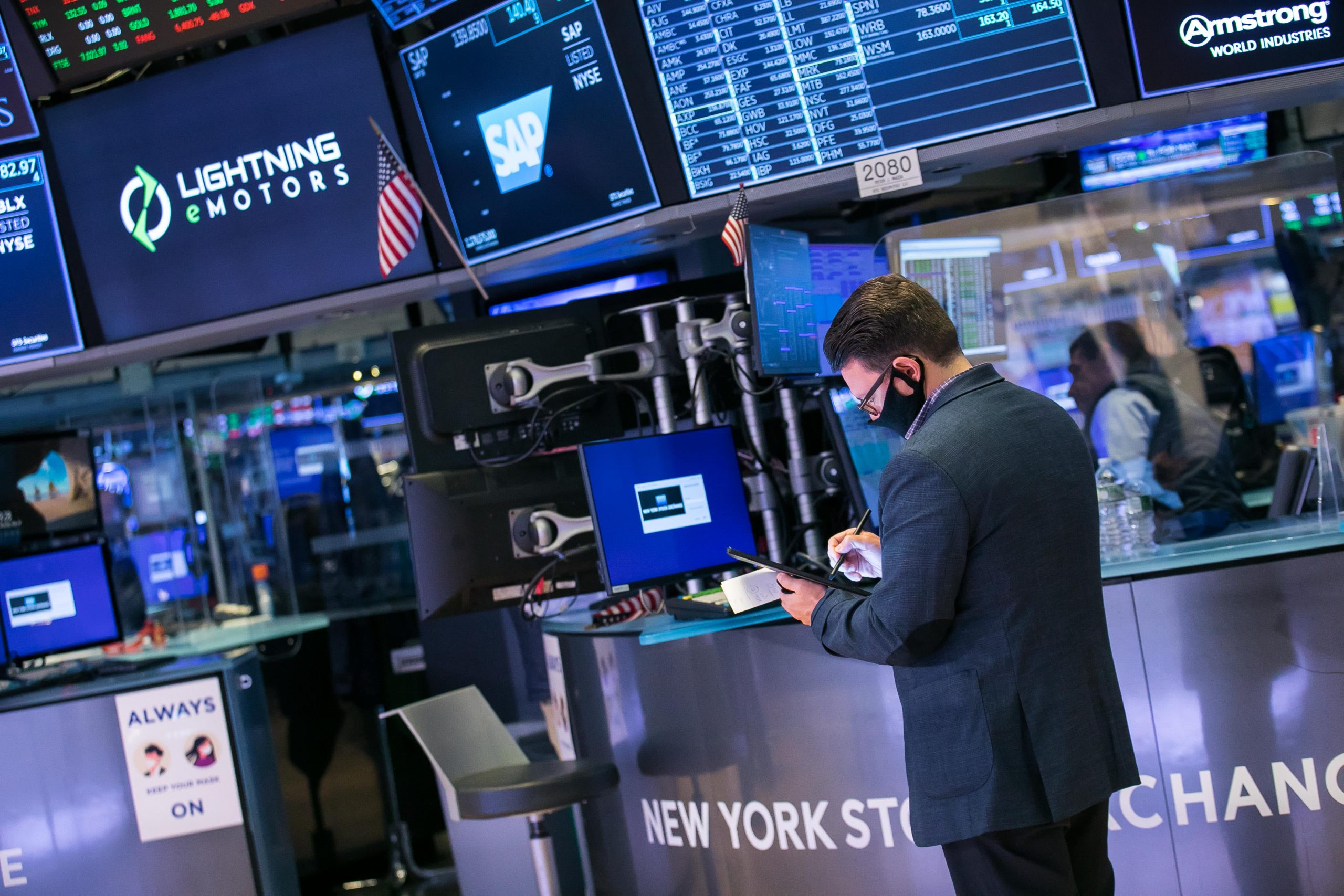Stock futures rise slightly after Wall Street posts slight decline