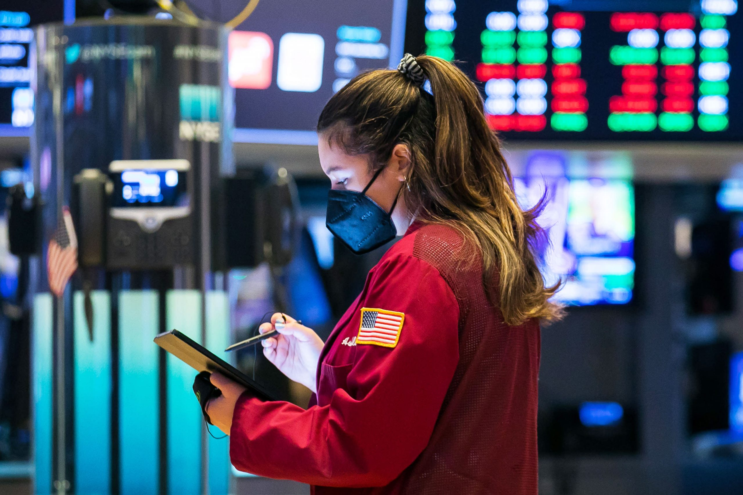 U.S. futures slightly higher after major indexes saw gains in May
