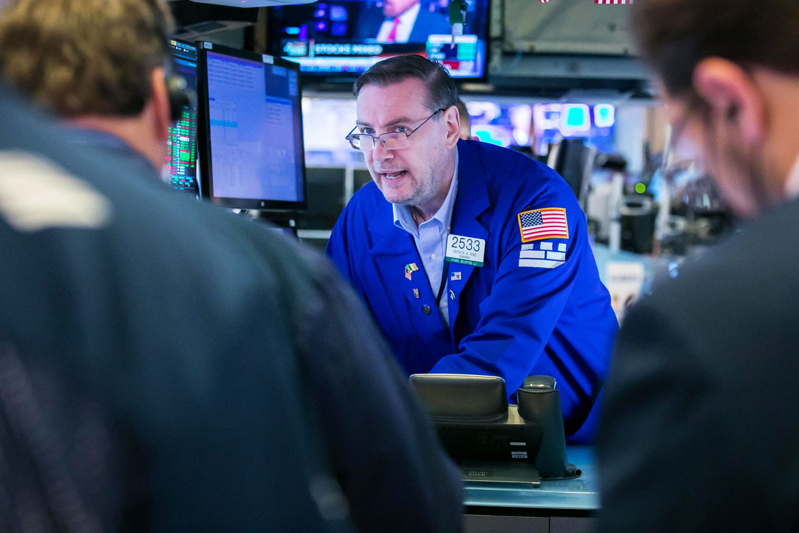 Dow futures drop more than 100 points after major averages post first negative week in four
