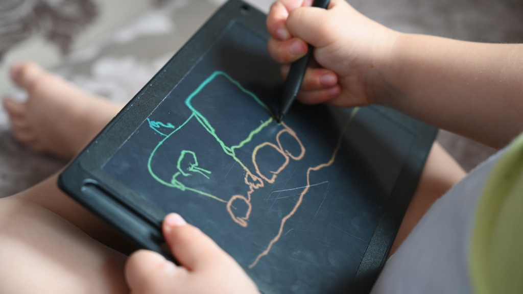 The Best Kid's Drawing Boards Are Safe and Mess Free