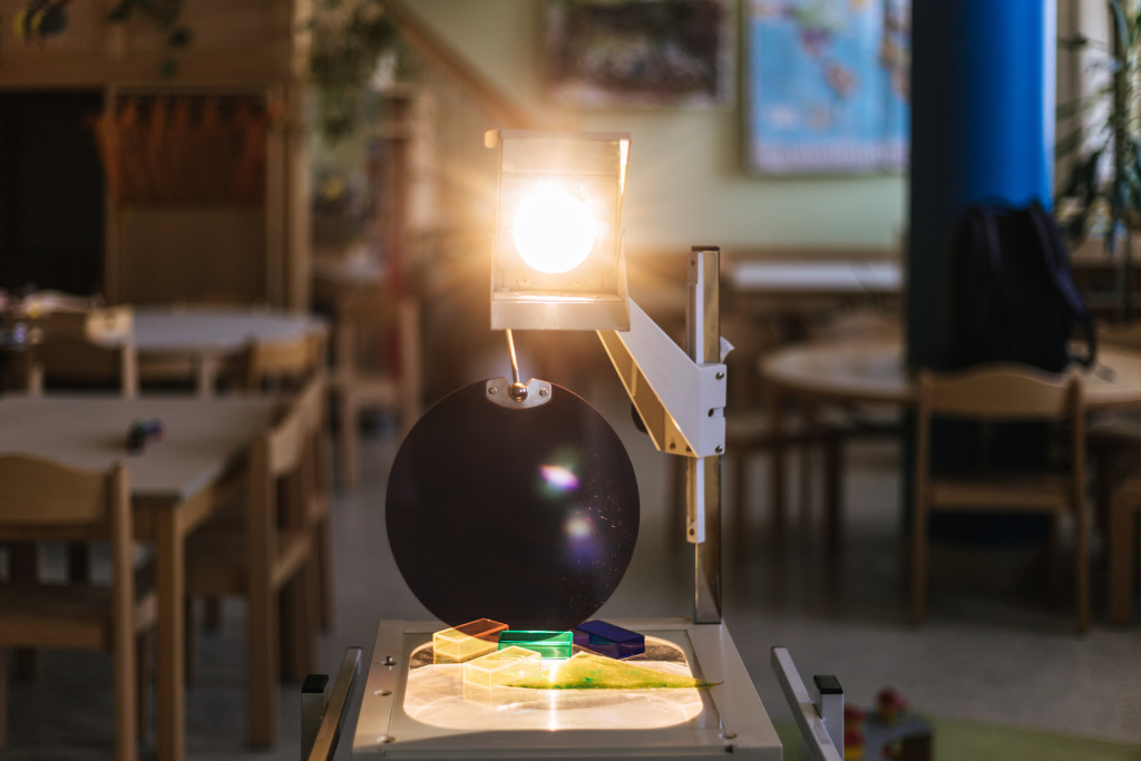 Embiggen Your Artwork With the Best Analog Overhead and Opaque Projectors