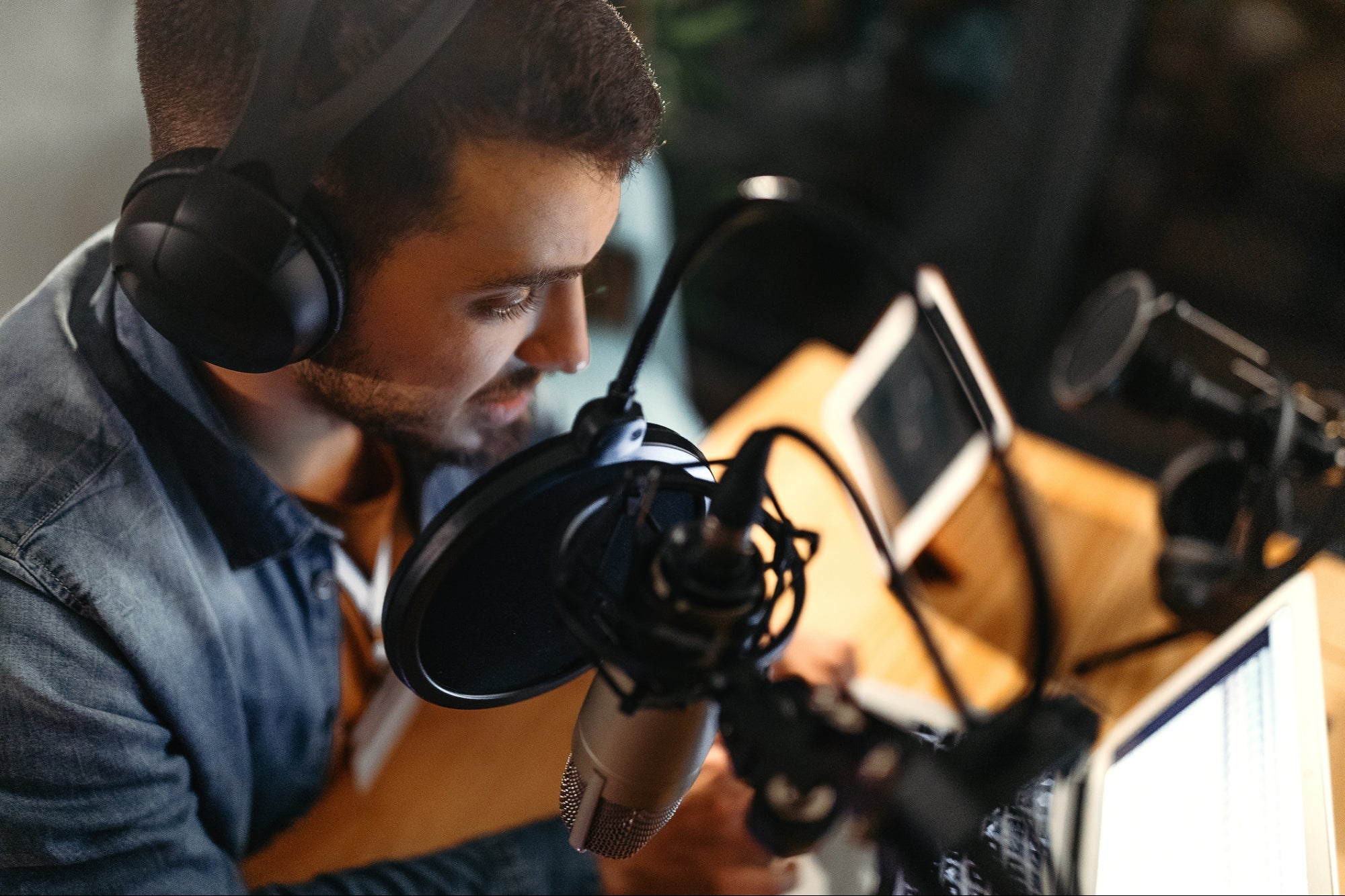 What Business Podcasters Need to Know About Social Audio Platforms
